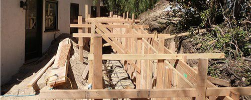 Retaining wall installation in Los Angeles.